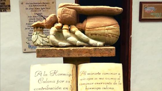Monumento alla formica culona a Barichara la città di pietra in Colombia