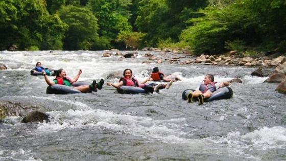 Fare tubing in Colombia sport avventura a San Cipriano vicino Cali brujita