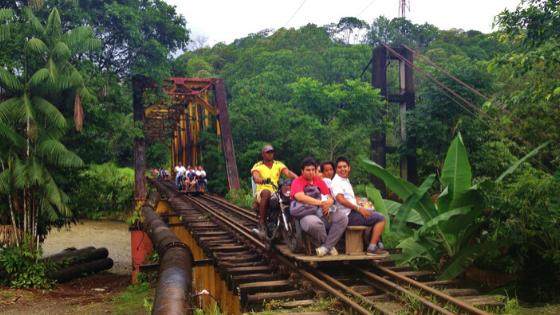 La brujita di San Cipriano una moto sulle rotaie cosa fare a Cali Colombia