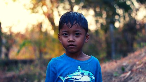 bambino cambogiano fare volontariato in viaggio Viva la vida family intervista a Giulia Zilibotti viaggiatrice e volontaria