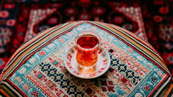 Bere il thè iraniano cose da fare in Iran esperienze local consigli di Mattia Fiorentini founder di Scomfort Zone e viaggiatore local