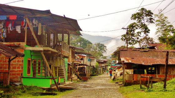 il pueblo di San Cipriano vicino a Cali Colombia comunità di colore brujita moto su rotaia